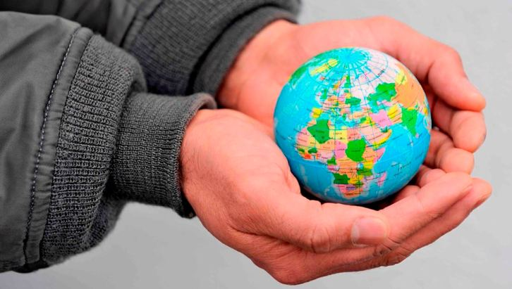 global-business-globe-in-hand